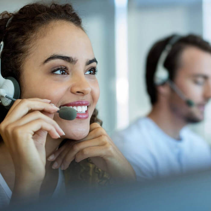 woman at the call center who gives remote assistance